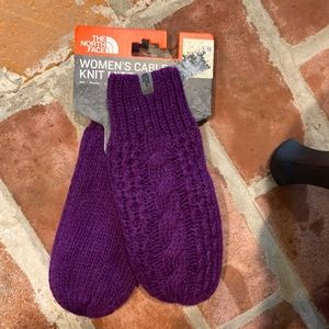 NEW The North Face Cable Knit Purple Mitt Mittens